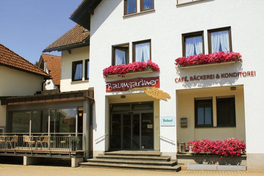 Eingang zur Bäckerei mit Cafe Baumgartner in Waldshut, Görwihl